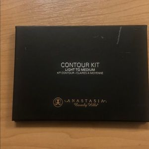 Anastasia Beverly Hills Contour Kit Light Medium